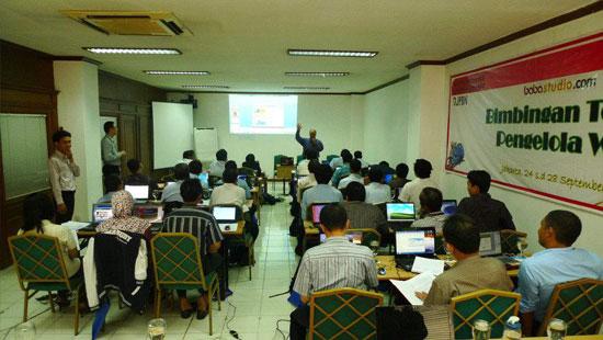 Puluhan Staf Kementrian Keuangan Training di babastudio