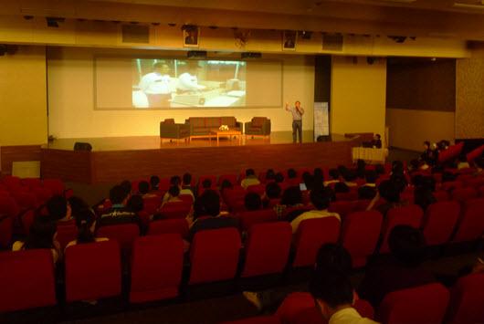 Seminar Babastudio.com bersama kevinosmond (Bounce City) dan Aditya (Agate Studio) di Binus University